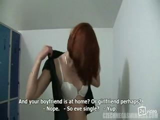 Порно видео лесбиянок, которые трахаются на кровати дома вдвоем со своими партнерами по сексу