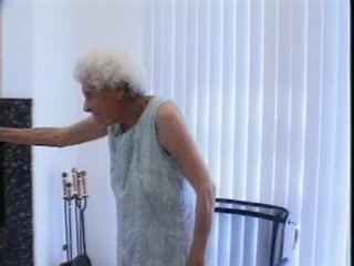 Внук трахнул бабушку в чулках и обкончал ее ноги спермой  онлайн