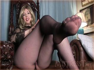 Порно видео зрелой дамы с большими сиськами на диване дома