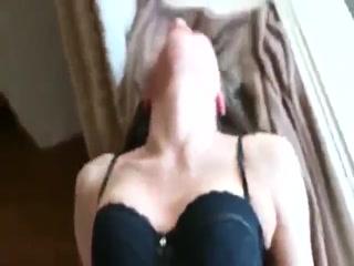Секс с молодой девкой на диване !