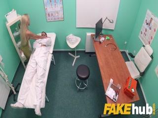 Русская молодая девушка трахается со своим врачом