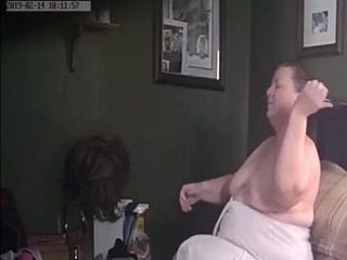 Голые толстые бабки с большими дойками трахаются в пизду